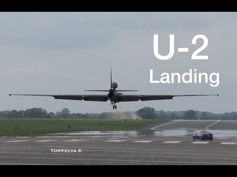 Most Difficult Aircraft To Land U2 Spy Plane Impressive Soft Landing And Chased By Powerful Car