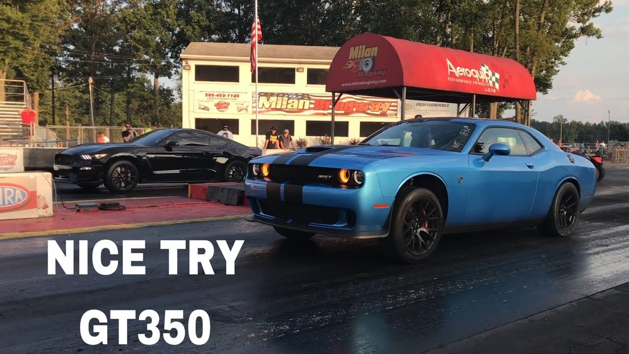 Drag race dodge challenger hellcat vs ford mustang shelby gt350